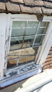 sash window held shut by catch